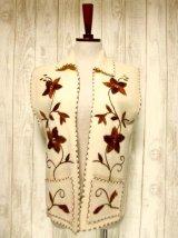 ☆ ヨーロッパ古着 見事なフラワー刺繍♪ステッチも可愛い貴重な逸品☆フォークロアヴィンテージベスト ☆
