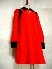 画像4: ヨーロッパ古着 お花刺繍がキュート!!大人かわいい♪Aラインレトロワンピース 赤×黒 (4)