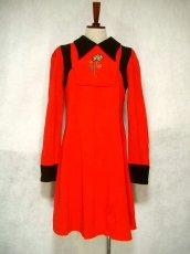 画像1: ヨーロッパ古着 お花刺繍がキュート!!大人かわいい♪Aラインレトロワンピース 赤×黒 (1)