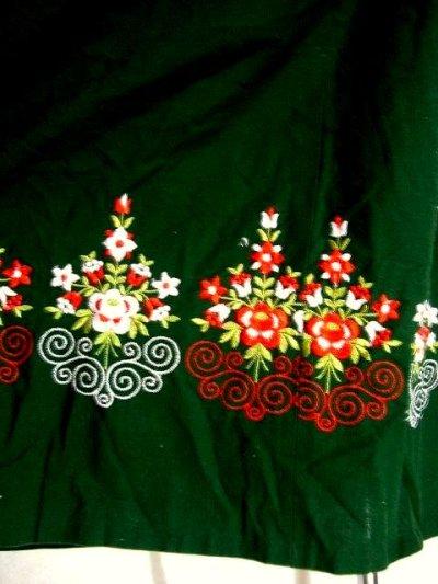 画像2: 小花切り替えし フラワー刺繍沢山 可愛いデザイン ディアンドル チロルワンピース ドイツ民族衣装 舞台 演奏会 フォークダンス オクトーバーフェスト 【1434】