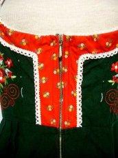 画像4: 小花切り替えし フラワー刺繍沢山 可愛いデザイン ディアンドル チロルワンピース ドイツ民族衣装 舞台 演奏会 フォークダンス オクトーバーフェスト 【1434】 (4)