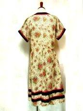 画像3: ヨーロッパ古着×レトロガーリー×小花柄×サテンリボン装飾×ふんわり可愛いヴィンテージワンピース (3)