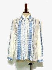画像1: 贅沢な刺繍が可愛い めずらしい ヨーロッパ古着 ヴィンテージ長袖刺繍ブラウス【1740】 (1)