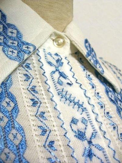 画像2: 贅沢な刺繍が可愛い めずらしい ヨーロッパ古着 ヴィンテージ長袖刺繍ブラウス【1740】