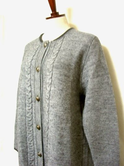 画像1: ☆ ヨーロッパ古着 オーストリア製 ぷっくりとした編み模様☆後ろから見ても素敵なチロルニットカーディガン グレー ☆