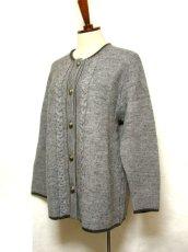 画像2: ☆ ヨーロッパ古着 オーストリア製 ぷっくりとした編み模様☆後ろから見ても素敵なチロルニットカーディガン グレー ☆ (2)