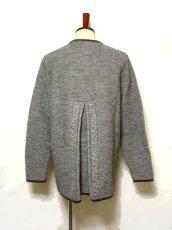画像3: ☆ ヨーロッパ古着 オーストリア製 ぷっくりとした編み模様☆後ろから見ても素敵なチロルニットカーディガン グレー ☆ (3)