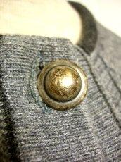 画像4: ☆ ヨーロッパ古着 オーストリア製 ぷっくりとした編み模様☆後ろから見ても素敵なチロルニットカーディガン グレー ☆ (4)