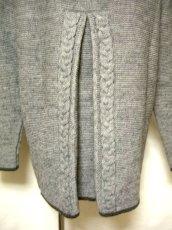 画像5: ☆ ヨーロッパ古着 オーストリア製 ぷっくりとした編み模様☆後ろから見ても素敵なチロルニットカーディガン グレー ☆ (5)
