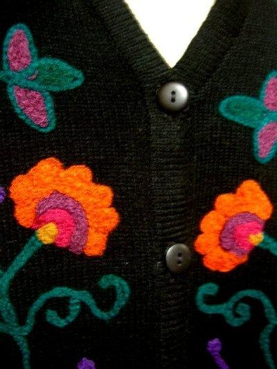 画像2: ☆ カラフルなレトロフラワー刺繍が満載♪後ろから見ても可愛い!!フォークロアベスト ☆