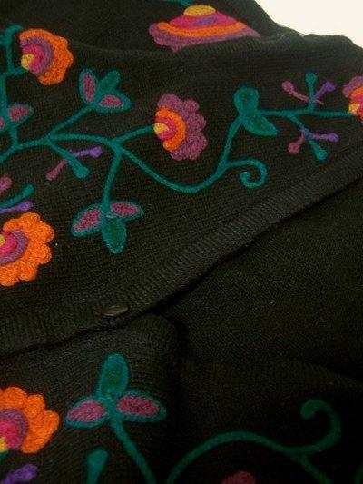 画像3: ☆ カラフルなレトロフラワー刺繍が満載♪後ろから見ても可愛い!!フォークロアベスト ☆