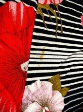 画像5: ヨーロッパ古着 レトロマリン♪白×黒ボーダー ピンクのレトロフラワープリント!! マキシ丈ヴィンテージワンピース (5)