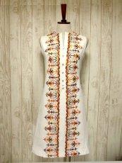 画像1: ヨーロッパヴィンテージ×刺繍だけで主役級×ぷっくり刺繍が可愛い×キレイなシルエットラインヴィンテージワンピース (1)