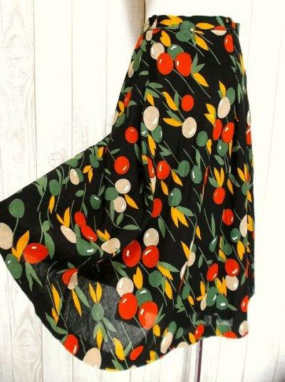 画像1: ☆ ヨーロッパ古着 チェリー柄が最高にキュート♪ヴィンテージフレアスカート ☆