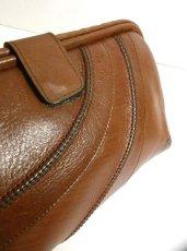 画像2: 3色ステッチ ブラウン 本革レザー カタチが可愛い レディース レトロ クラッチ 鞄 バッグ【2600】 (2)