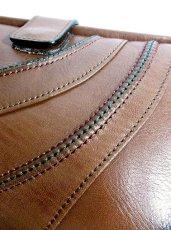 画像4: 3色ステッチ ブラウン 本革レザー カタチが可愛い レディース レトロ クラッチ 鞄 バッグ【2600】 (4)