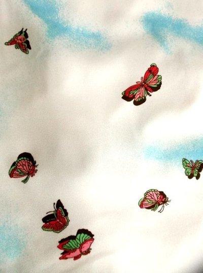 画像2: 空に舞う蝶々柄♪ピンク×グリーンの蝶々柄プリントが可愛いー!!キュートな70'sヴィンテージワンピース  前開き