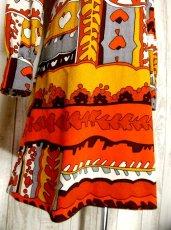 画像4: 70'sレトロポップ×北欧なプリント柄もGood〜♪お洒落なレトロPOPヴィンテージワンピース オレンジ×ブラウン (4)