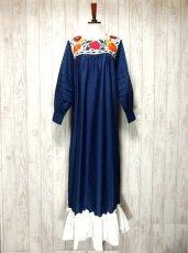 画像1: ヨーロッパ古着 ぷっくりお花刺繍が魅力的!!ふんわりラインが可愛い♪ヴィンテージドレスワンピース ネイビー×オフホワイト (1)