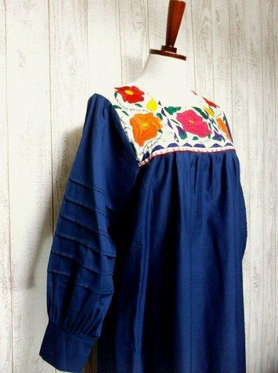画像1: ヨーロッパ古着 ぷっくりお花刺繍が魅力的!!ふんわりラインが可愛い♪ヴィンテージドレスワンピース ネイビー×オフホワイト