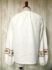 画像3: お花刺繍がキュート ふんわり袖 胸元リボン結び ヨーロッパ古着 ヴィンテージ長袖スモックブラウス【2712】 (3)