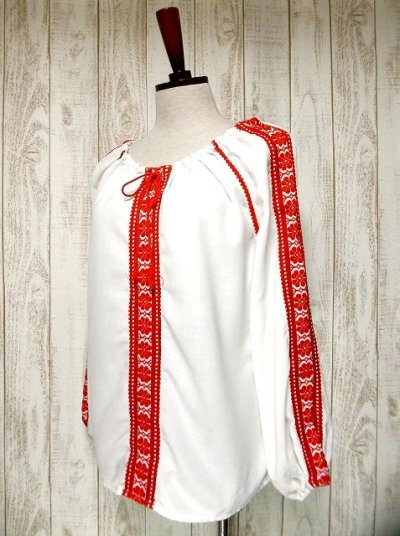 画像1: 刺繍が可愛すぎる 袖にもたっぷり贅沢刺繍 胸元リボン結び ヨーロッパ古着 ヴィンテージ長袖スモックブラウス【2713】