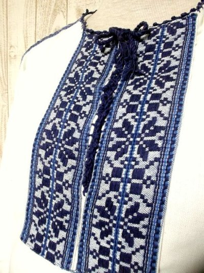 画像2: お花刺繍が素敵 ふんわり袖 レース装飾・首元リボン結び ヨーロッパ古着 大人っぽいヴィンテージスモックブラウス【2767】
