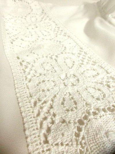 画像2: お花透かし編み刺繍レース フリル装飾がキュート ホワイト ディアンドル チロルブラウス ドイツ民族衣装 舞台 演奏会 フォークダンス オクトーバーフェスト【2775】