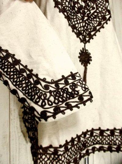 画像2: 刺繍入り めずらしいデザイン ヨーロッパ古着 大人フォークロアスタイル ヴィンテージスモックブラウス【2766】