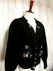 画像3: ☆ ヨーロッパ古着 ウサギ&お花刺繍が可愛い〜!!襟のハート型ボタンもPOINT★レトロガーリー チロルニットカーディガン ☆ (3)