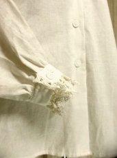 画像5: 大きな襟 小花刺繍がキュート ホワイト ディアンドル チロルブラウス ドイツ民族衣装 舞台 演奏会 フォークダンス オクトーバーフェスト【2850】 (5)