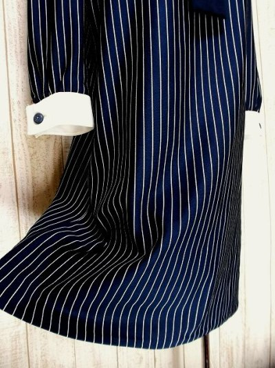 画像2: ヨーロッパ古着 刺繍入りネクタイ付きデザイン♪レトロマリン×ストライプ柄!!主役級デザイン!!ヴィンテージワンピース ネイビー×ホワイト
