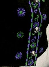 画像3: ☆ ヨーロッパ古着 とびきり主役級!!フラワー刺繍チロルベスト 黒 ☆ (3)