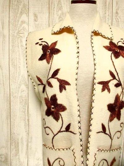 画像2: ☆ ヨーロッパ古着 見事なフラワー刺繍♪ステッチも可愛い貴重な逸品☆フォークロアヴィンテージベスト ☆