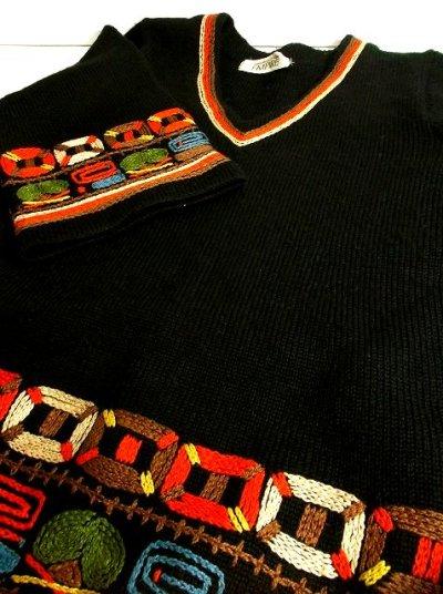 画像3: ☆ ぷっくり刺繍が可愛い♪カラフルレトロ模様!!70'sヴィンテージ Aラインニットチュニック 黒 ☆