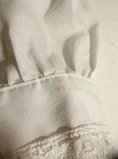 画像4: 大きな2重襟が可愛い 小花刺繍 お花レース ホワイト ディアンドル チロルブラウス ドイツ民族衣装 舞台 演奏会 フォークダンス オクトーバーフェスト【2924】 (4)