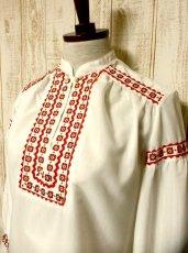 画像2: 刺繍×リボン装飾が可愛すぎる 大人の可愛さが沢山 めずらしいデザイン ヨーロッパ古着 ヴィンテージ長袖スモックブラウス【2969】 (2)
