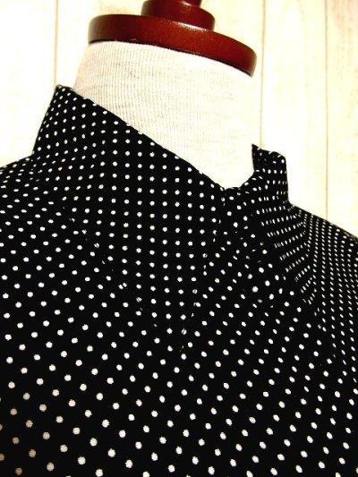 画像1: ☆ ヨーロッパ古着 ネクタイ柄が可愛い!!モノクロ×ガーリードット♪ヴィンテージならではのお洒落デザイン★ヴィンテージブラウス ☆