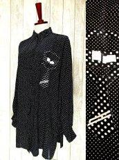 画像1: ☆ ヨーロッパ古着 ネクタイ柄が可愛い!!モノクロ×ガーリードット♪ヴィンテージならではのお洒落デザイン★ヴィンテージブラウス ☆ (1)