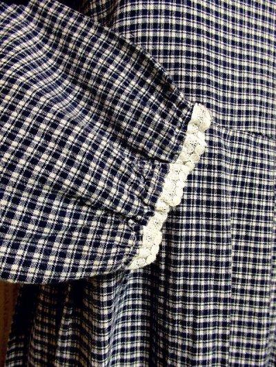 画像3: チェック柄 ホワイトレース ネイビー ホワイト ふんわり袖 レトロ ガーリー 長袖 ヨーロッパ古着 ヴィンテージドレス 【3074】