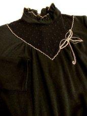 画像4: ヨーロッパ古着 ドット柄×goldリボン装飾〜♪首元・スカートフリルも素敵ー!!ふんわりスカートラインの大人クラシカルヴィンテージドレス 黒 (4)