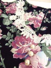 画像4: USA古着×アンティークレース襟×パール調ボタン×後ろリボン結び×ネイビー地にレトロアンティークフラワー柄が広がる大人ガーリーヴィンテージドレス (4)