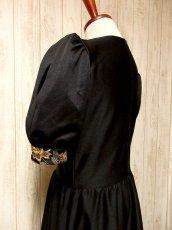 画像5: ヨーロッパ古着×贅沢なフラワー刺繍が素晴らしい×ウエストキュッとスカートふんわりライン×ふんわりパフスリーブ大人デザイン×レトロヴィンテージドレス (5)