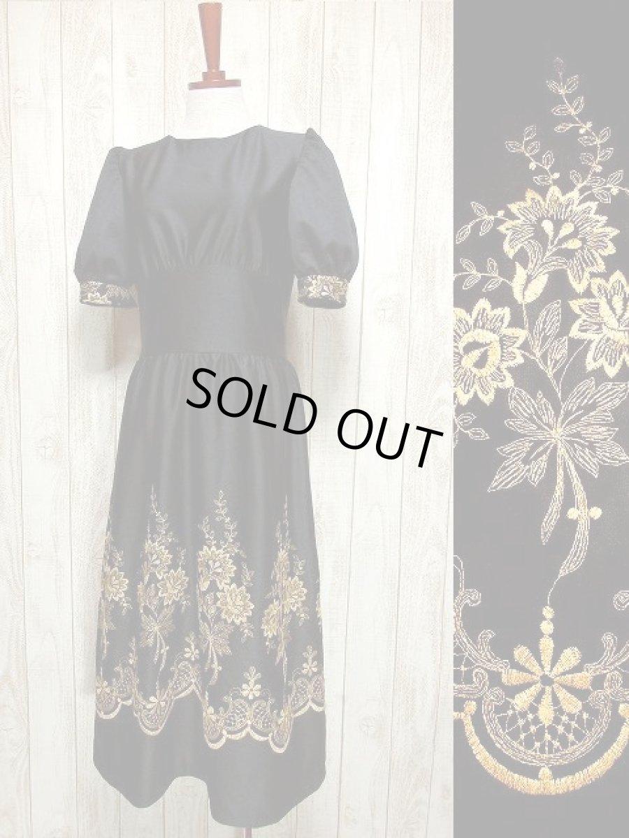 画像1: ヨーロッパ古着×贅沢なフラワー刺繍が素晴らしい×ウエストキュッとスカートふんわりライン×ふんわりパフスリーブ大人デザイン×レトロヴィンテージドレス (1)