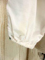 画像5: 刺繍が可愛すぎる 袖にもたっぷり贅沢刺繍 稀少なGreenカラー 胸元リボン結び ヨーロッパ古着 ヴィンテージ長袖スモックブラウス【3160】 (5)
