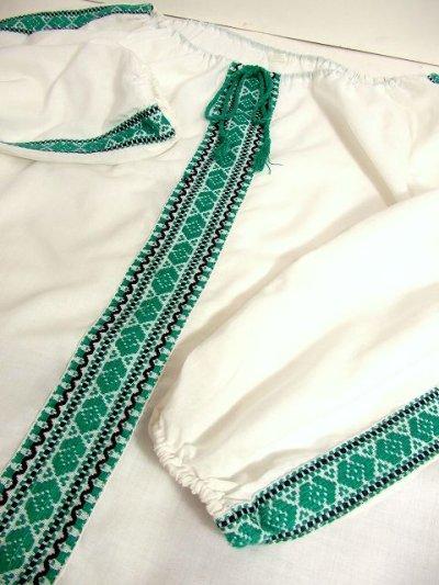 画像3: 刺繍が可愛すぎる 袖にもたっぷり贅沢刺繍 稀少なGreenカラー 胸元リボン結び ヨーロッパ古着 ヴィンテージ長袖スモックブラウス【3160】