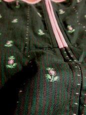 画像5: 小花刺繍×ストライプ PINKカラーのパイピングも愛い 乙女レトロガーリー ディアンドル チロルワンピース ドイツ民族衣装 舞台 演奏会 フォークダンス オクトーバーフェスト 【3168】 (5)