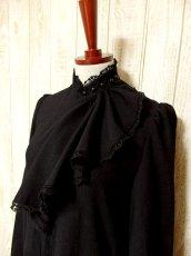 画像3: ヨーロッパ古着 胸元ドレープライン×レース装飾が素敵〜♪ふんわりスカートライン 大人クラシカルヴィンテージドレス 黒 (3)