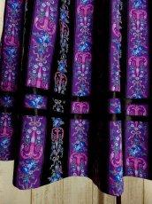 画像2: ストライプ×アンティークフラワー 綺麗なカラーバランス ウエストコイン装飾 チロルスカート ドイツ民族衣装 舞台 演劇 演奏会 フォークダンス オクトーバーフェスト 【3167】 (2)