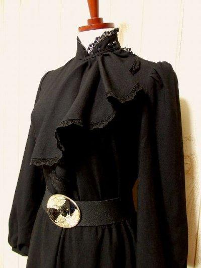 画像1: ヨーロッパ古着 胸元ドレープライン×レース装飾が素敵〜♪ふんわりスカートライン 大人クラシカルヴィンテージドレス 黒